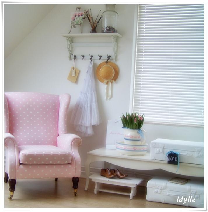 roze stoffen stoel