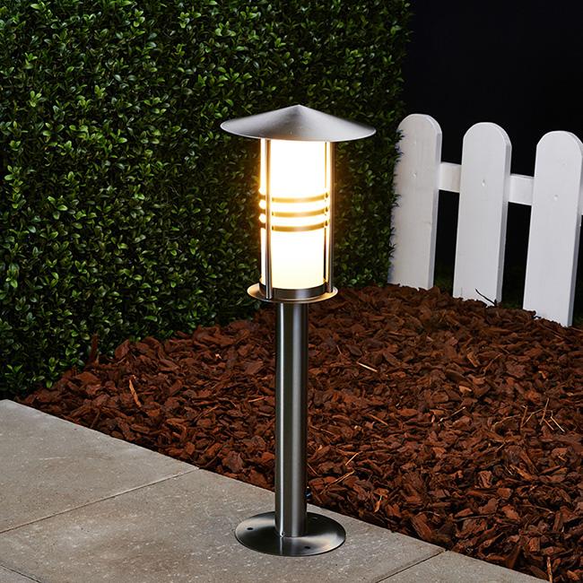 Breng sfeer in je tuin met buitenverlichting inspiratie voor je interieur - Buitenverlichting design tuin ...