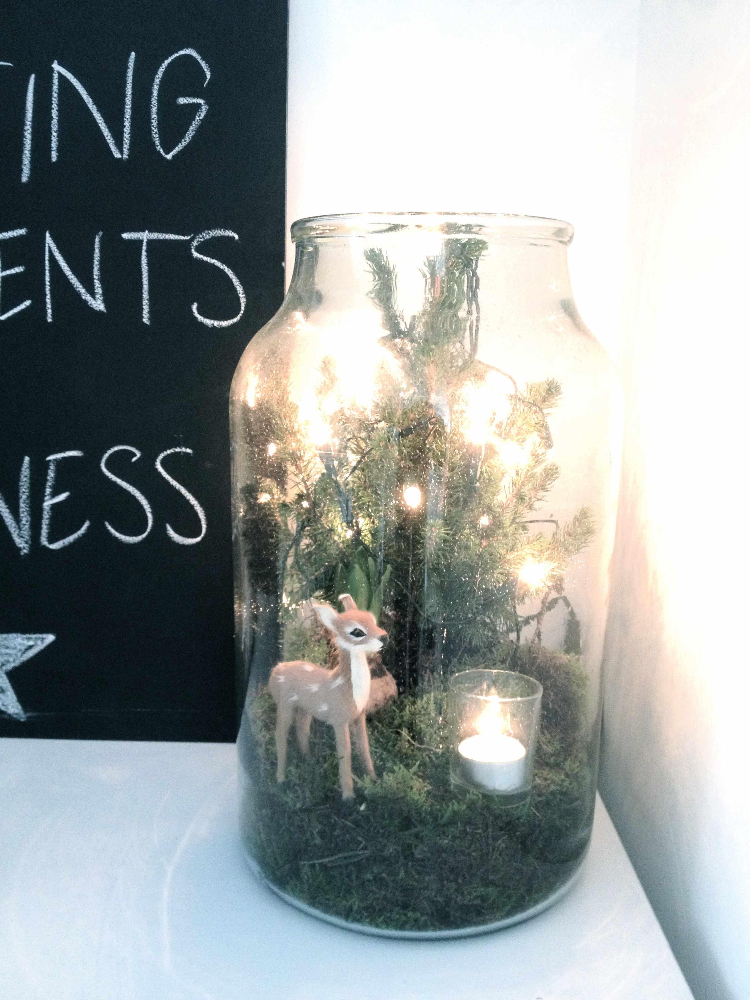 kerstdecoratie in glazen pot