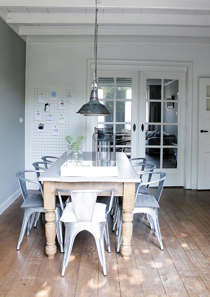 Karin en haar gezin in hun woning uit ca 1900 inspiratie voor je interieur - Stoelen tolix ...