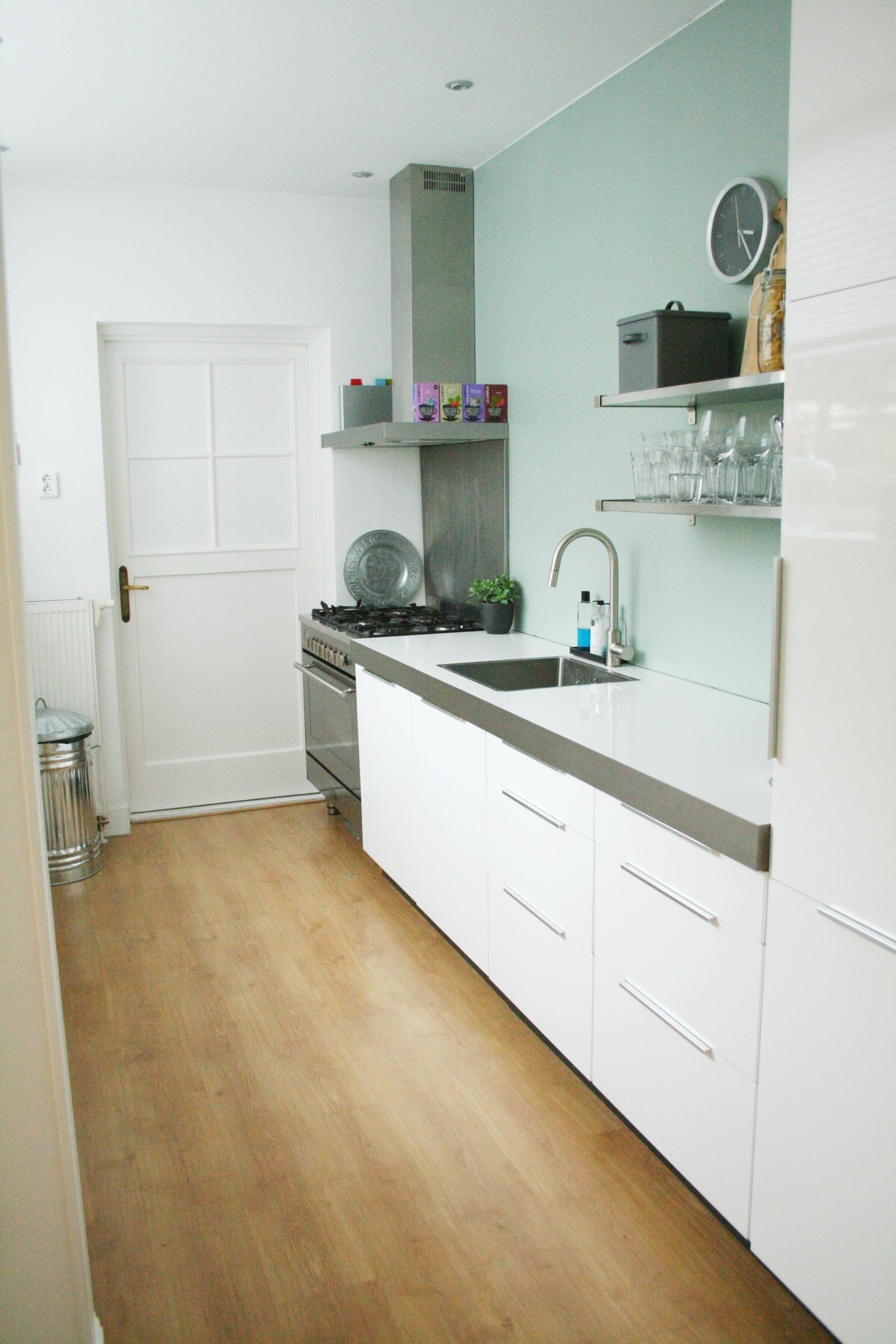 Iris en sander in hun jaren 39 30 huis in leeuwarden inspiratie voor je interieur - Hout en witte keuken ...