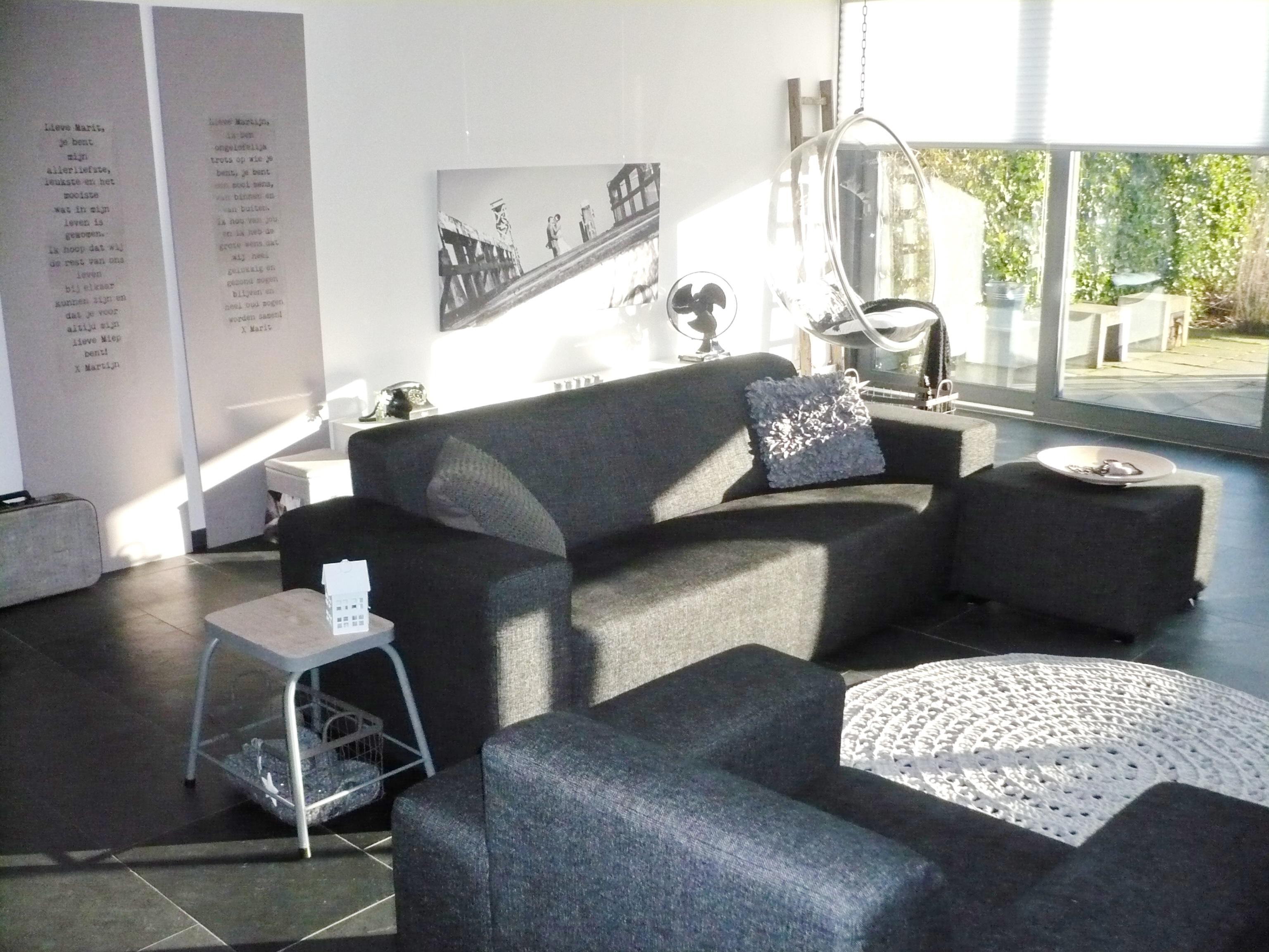 Interieur Ideeen Woonkamer Grijs : Woonkamer grijs wit zwart muren ...
