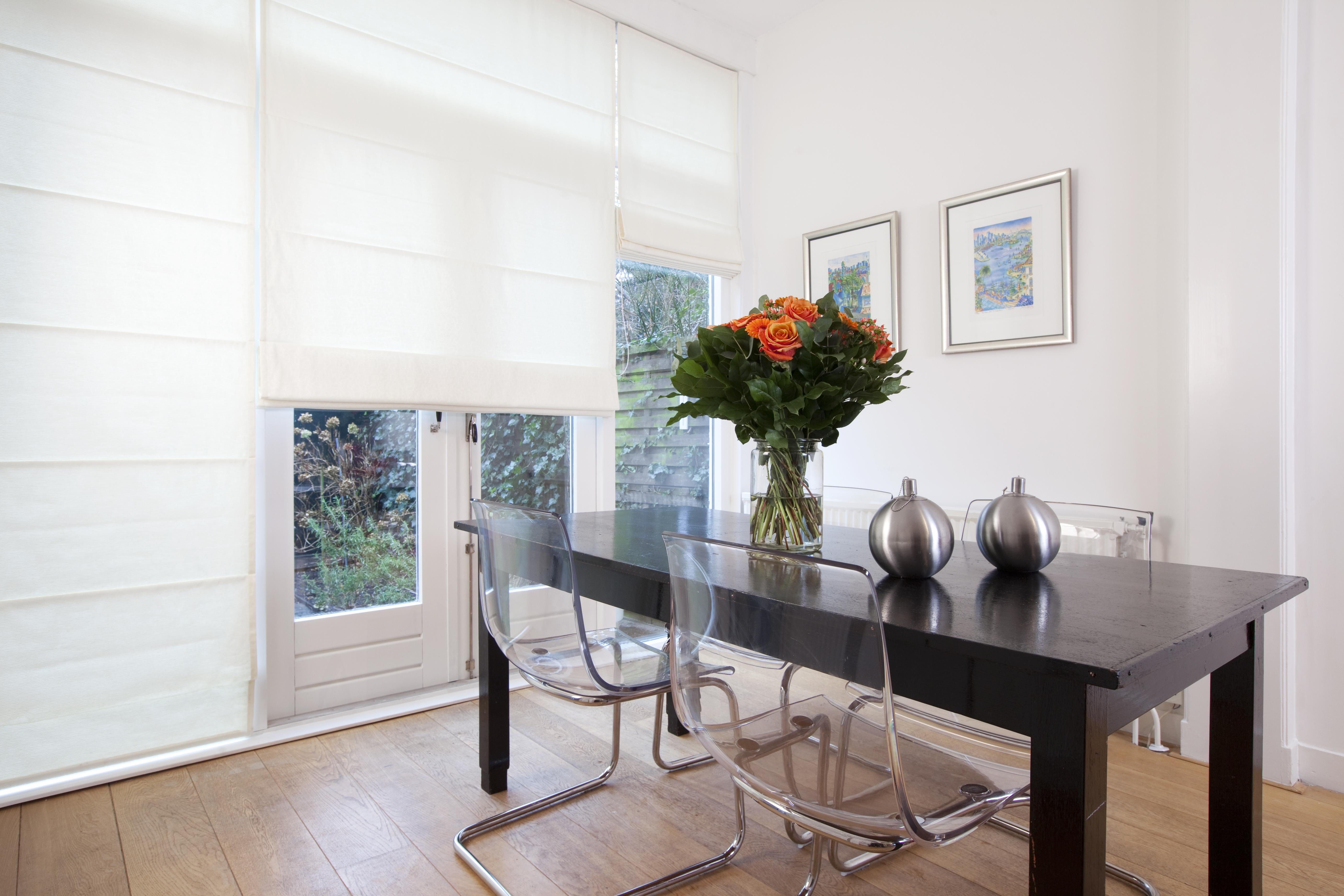 Luxe en trendy raamdecoratie inspiratie voor je interieur - Deco eetkamer trendy ...