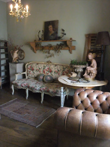 brocanteuse caatje with brocante interieur. Black Bedroom Furniture Sets. Home Design Ideas