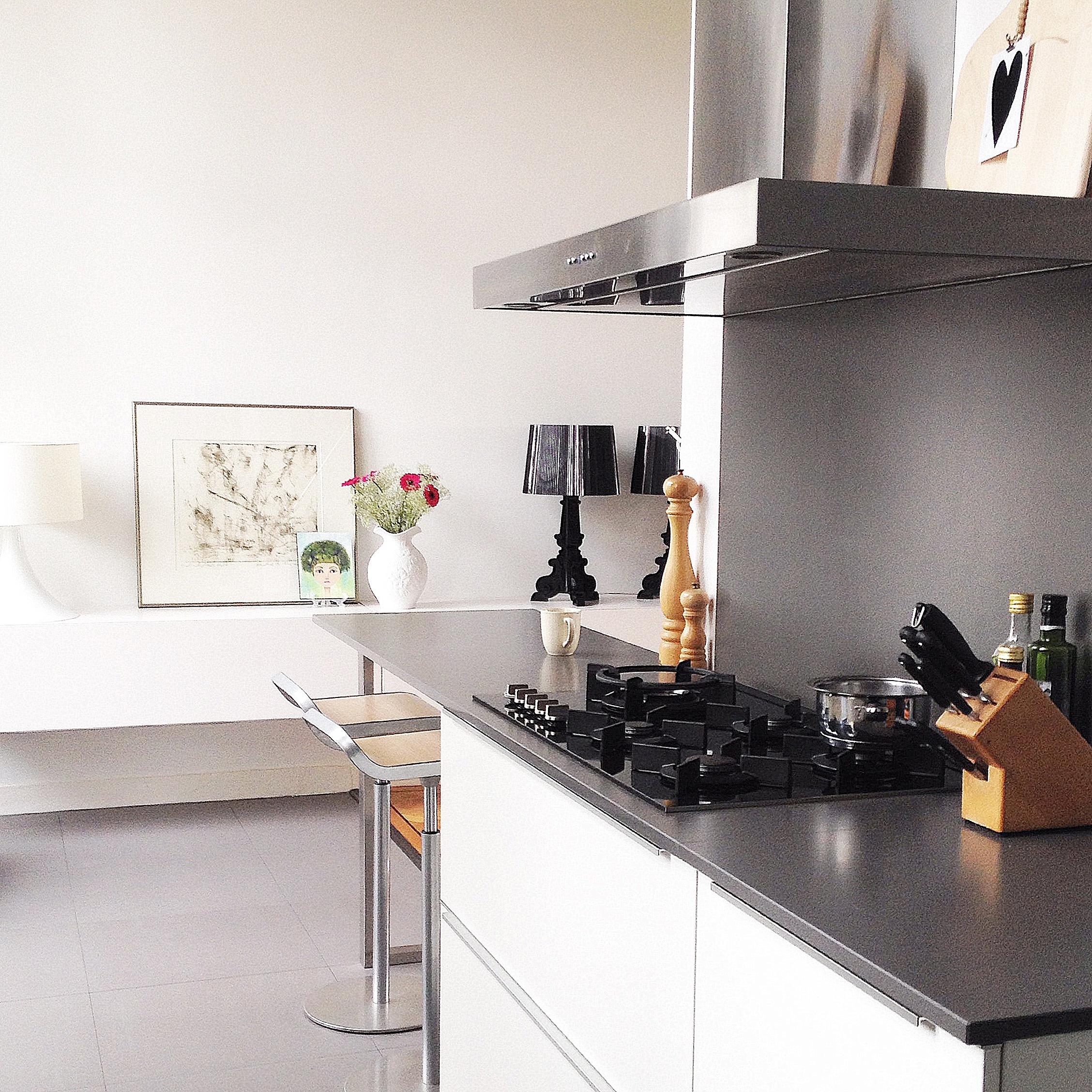 Binnenkijken bij inspiratie voor je interieur - Moderne keuken in het oude huis ...